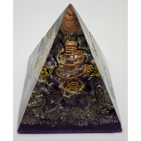 Orgonite Em Formato De Pirâmide C/ Ametista e Talismãs